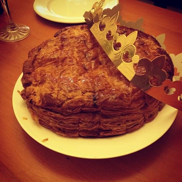 Galette des Rois and its paper crown. Photo: @luanash at Instagram.